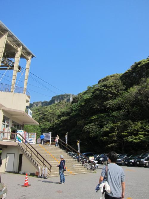 <br />鋸山ロープウェー。<br /><br />思いのほか観光客がたくさんいて驚きました。<br />どうやら思っていたよりも有名な観光地らしい。<br /><br />期待が高まります♪