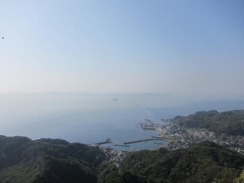 <br />ただ、ここからの景色は絶景!<br /><br />東京湾が見渡せます。<br /><br />かすんでなければ遠くに富士山も見えるそう。<br /><br />いや〜いい景色です。顔に感じる海風が気持ちいい♪<br />