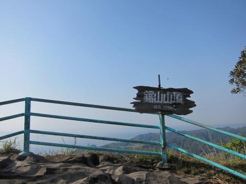 <br />ものの数分で山頂に到着です。<br /><br />山頂といっても329.4mとかなり低めの山なんですけどね。<br />