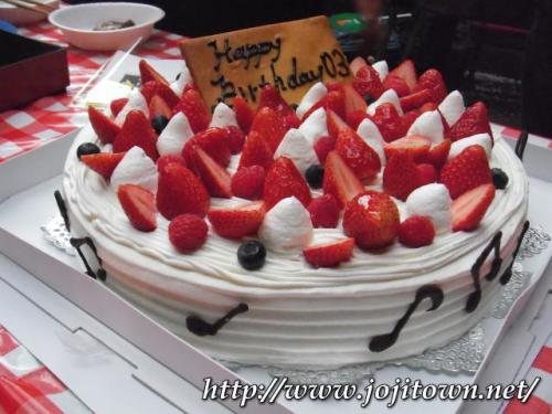 ・2011/4/9<br />主催してくださった03のお誕生日が来週とあって、こんなおっきなケーキが用意されていました。「レモンドロップ」の特注ケーキは、やっぱり大満足の美味しさでした。♪のチョコレート、ステキでした(^^)