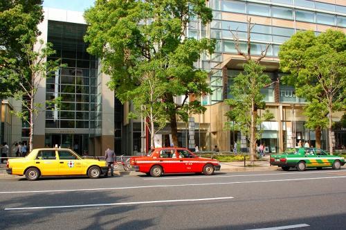 これが東京のタクシーだ!<br />色鮮やか。
