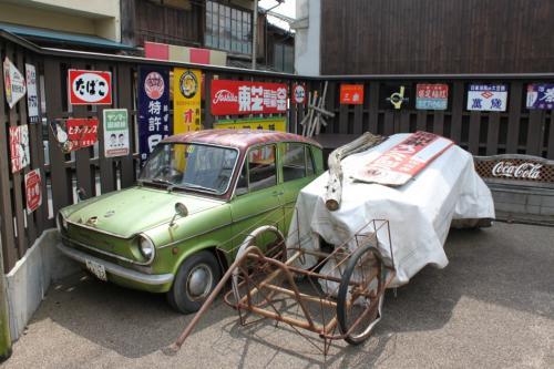 古い車が置いてありました。
