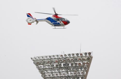 東日本大震災で活躍したヘリコプターが、始球式のボールを運んできます。<br />