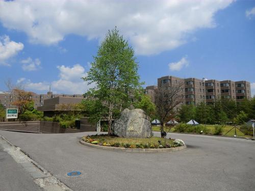 軽井沢倶楽部「ホテル軽井沢1130」(写真)を訪れる。大型のリゾートホテルでありながら浅間山山麓の深い森の中にあるので、周囲からは全く見えない。以下参照<br />http://www.karuizawaclub.co.jp/hotel1130/index.html<br /><br />