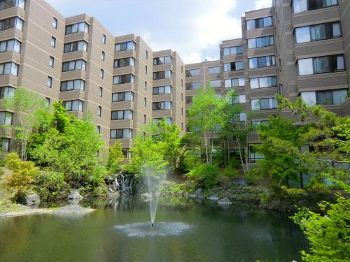 ホテル名の1130は標高1130mの場所に立地していることから命名されている。新緑が溢れる中庭(写真)はとても綺麗である。<br />