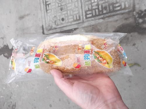 ホットドッグ購入(3元)勿論歩き食いです。(笑)