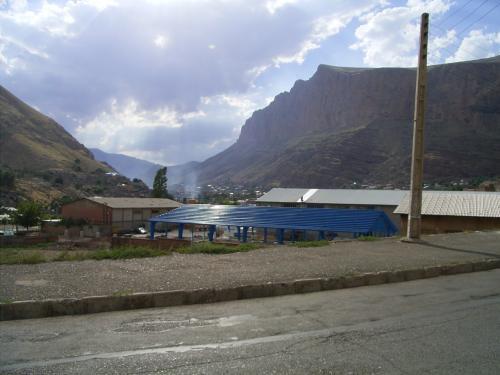 Maku は、岩山に囲われている。
