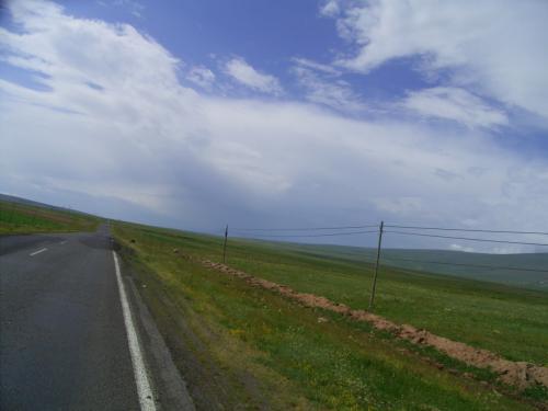 草原が続く。<br /> アナトリアの大地も東の果てに来ると、<br />夏でも涼しい。