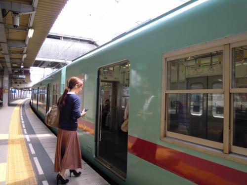 なかなかオシャレな車体。<br /><br />通り過ぎる駅名もなんとなく昔からの地名のようで興味深いし、<br />景色も福岡を出たとたん長閑な景色になるし、のんびりしてて<br />とっても気に入りました!