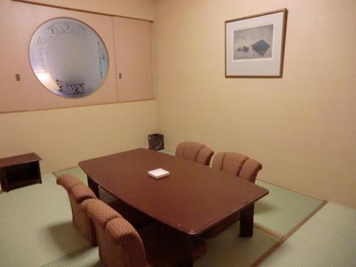 ラージグレード以上の和室(写真)は完全に個室になっておりプライバシーが保てる。また、壁の一部が磨りガラスになっておりリビングルームからの光が入るように設計されている。