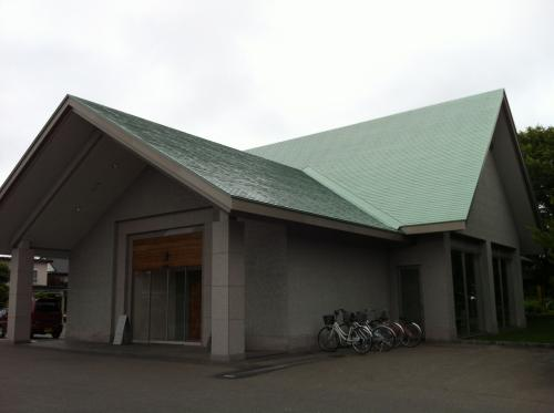 殺風景な建物ですが、六花亭です。