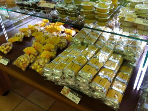 六花亭といえばバターサンドですが<br />我が家は大平原が人気です。<br /><br />残念ながら空港には売ってません。