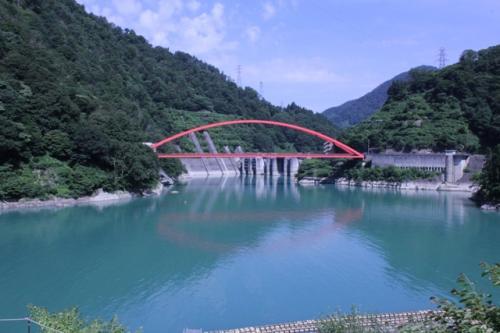 宇奈月湖と湖面橋