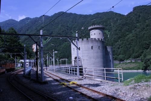 ヨーロッパの古城をイメージした新柳河原発電所。<br />ライン川沿いの古城に似ていて、私たちはライン川沿いの猫城(だったと思う)に似ていると感じたので、この後「猫城」と呼んでました。<br />正式名称が長くて覚えづらいですし。