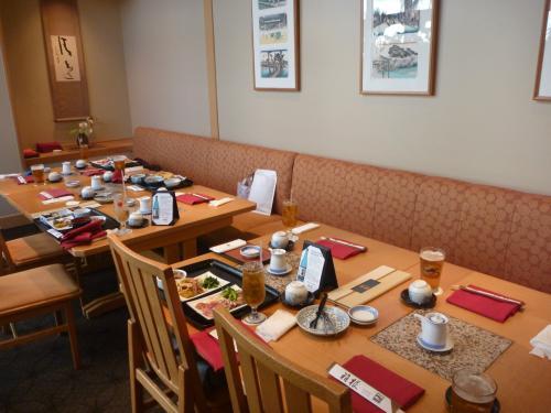到着初日はホテル内の人気和食レストラン「箱根」で会食会。<br /><br />