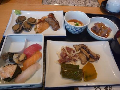 お寿司カウンターやしゃぶしゃぶ、天ぷらと迷ってしまうほどの料理の数々。材料はすべて日本からはいっているのでおいしいですよ。<br /><br />今回、2度目、3度目の参加者の方がほとんどだったので和気藹々と楽しいひと時を過ごさせて頂きました♪
