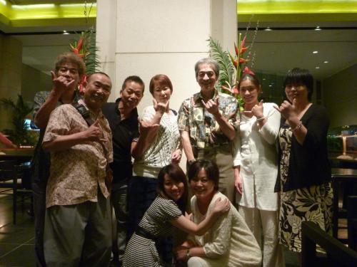 米国財団法人野口医学研究所理事長の町淳二先生(ハワイ大学医学部教授)にもお忙しい中、ご参加を頂きました!!<br /><br />みんなでホテルの玄関で記念写真。