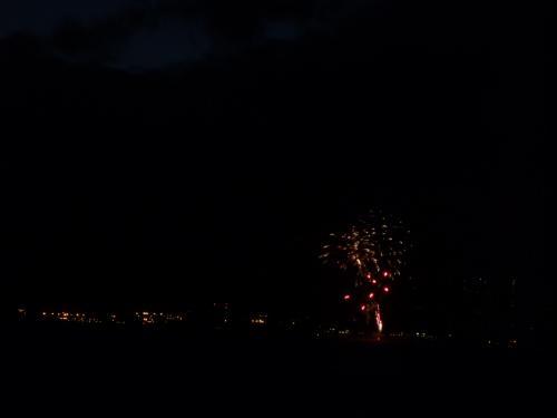 そしてワイキキの夜景にヒルトンホテルの花火(毎週金曜日に花火が打ち上げられます)
