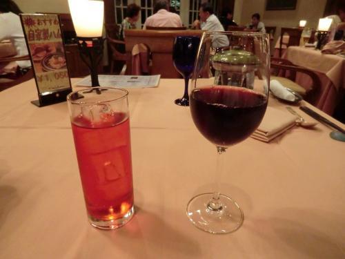 サンメンバーズ・エクシブ・オーナーには夕食時、ドリンク1杯のサービス(写真)がある。