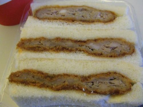 朝からメンチカツ、さすがにパンチがありますが、お腹が空いていたのでガッツりいただきました。