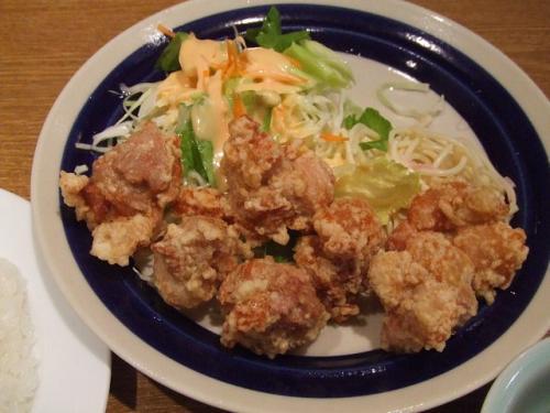 鶏自体にもガーリック風味な味が付いていて、ジューシーで美味しかったです。