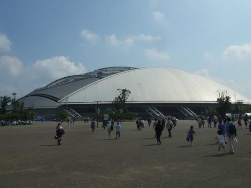 いざ、スタジアムへ。目の前に広がる九州石油ドーム・・・なんとなく、ビッグスワンっぽいイメージなんです