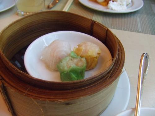 飲茶。香港のおいしい飲茶に慣れているからか、それほどの感慨はなかった。