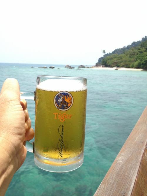 海の上でビール。美味しいに決まってる。