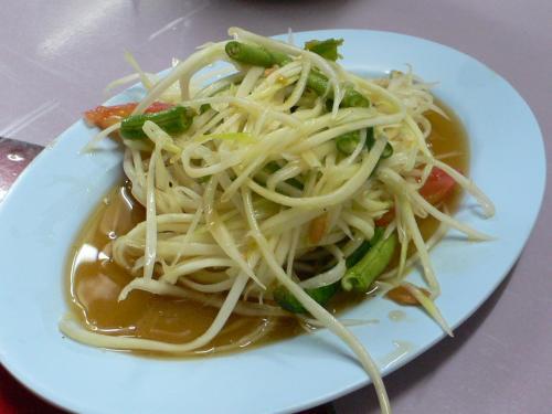 東北料理やなのでやっぱり食べるのはソムタムです。<br /><br />今回は東北っぽく沢蟹のソムタムを食べてみたかったのです。<br /><br />ソムタムプーです。