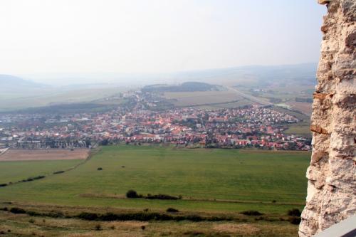 麓のスピシュケー・ホドフラディエの街がよく見える。