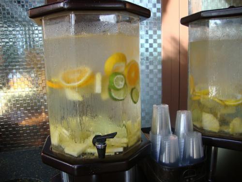 ウェルカムドリンク<br /><br />レモンがミッキーの形になってるのもありました!<br />写真撮れなかったヾ(;´▽`A``