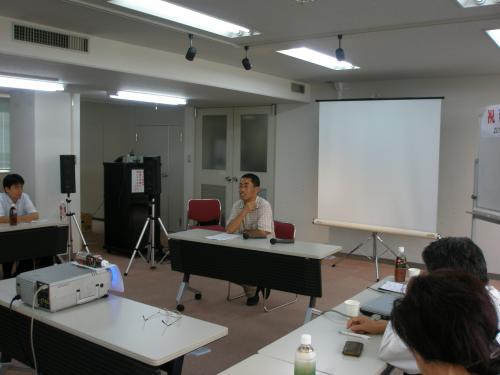 15:45からは<br /><br />特別講演 1  <br /> <br />吉田 豊「延辺地域と北朝鮮の最新状況について」<br /><br />吉田氏はNEANET延吉支部長、延辺日本人会事務局長、延辺日中文化交流センター理事です。<br /><br />ビジネスを通して見た羅津を中心に興味深い報告がなされました。<br /><br />『吉田さん、お元気ですか〜』