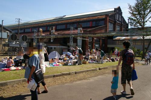 またお外に行って・・・<br />フリーマーケットもありましたよ〜。