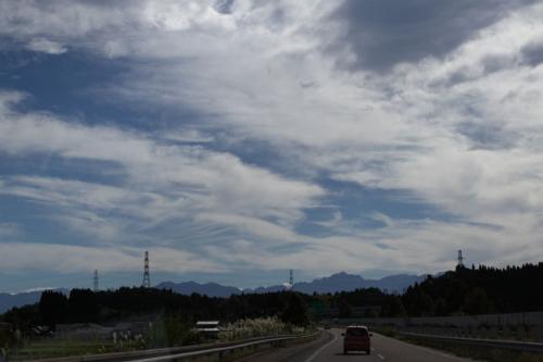 ◎2012年9月18日(火)<br /><br />前日に京都で所用があり、早朝5時前京都発。<br />名神高速、北陸道を走る。<br />富山県に入ると前に立山連峰が見えてきた。