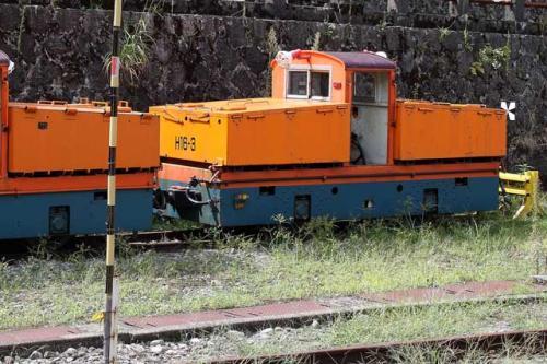 構内にはこのようなかわいらしい機関車も。現役でしょうか。