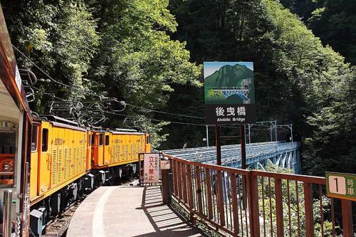 11:28<br />黒薙駅着。<br />ここには黒薙温泉があるそうで、一般の人も降車できます。