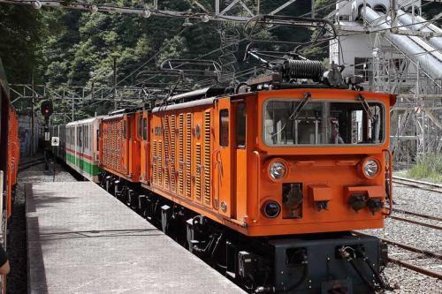 各駅毎に列車入れ違い(列車交換)があるが、うまくダイヤが組んであるのか、待ち時間はほとんどありません。