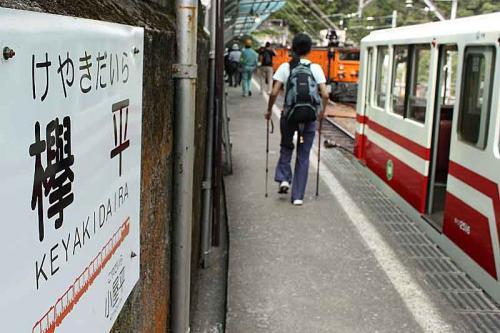 それにしてもこの駅のホーム、とても長くまた欅平駅の改札は宇奈月寄りなので、一号車に乗るとかなり歩くことになります。<br /><br />欅平散策、鐘釣温泉編へ続く<br />http://4travel.jp/traveler/kuwa72/album/10712335/