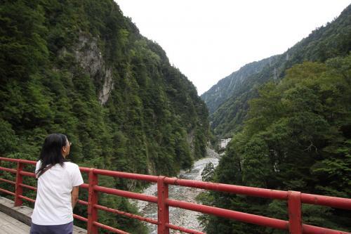 奥鐘橋から黒部川の上流を見ると・・・