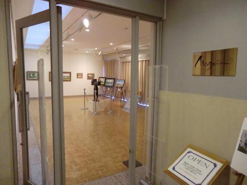 もちろん、美術館(写真)といっても小さなものであるが、常設の作品展示と特別展が随時開催される。