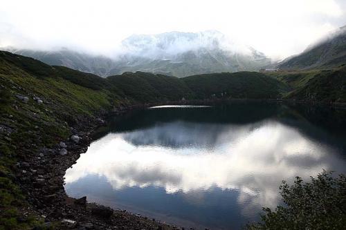06:45<br /><br />だんだん朝日で立山にかかる雲がまぶしくなってきました。<br />ここは東に立山があるので、日の出は見られません。