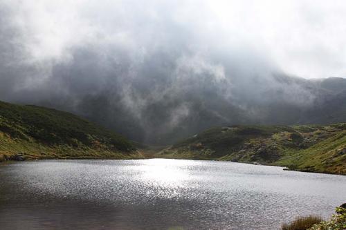 08:15<br /><br />みどりが池までやってきました。立山にはガスがかかったり晴れたり。