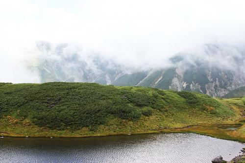別山、剣御前もガスに覆われています。