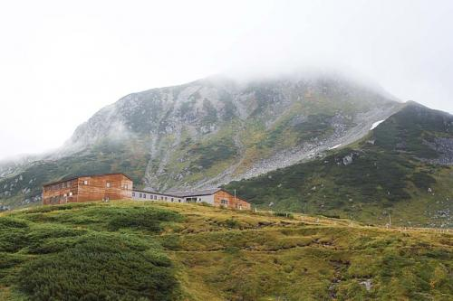 室堂山荘が近付いてきました。