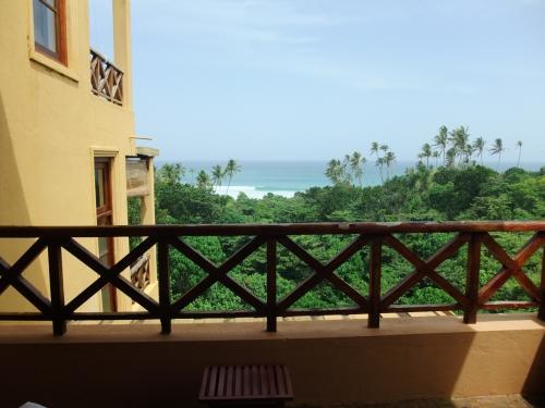 お部屋のバルコニーからの眺め<br />遠くに海が見えて気持ち良い