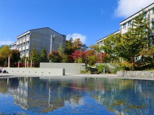 女神湖を散歩した後、ホテルアンビエント蓼科(写真)に行く。<br />