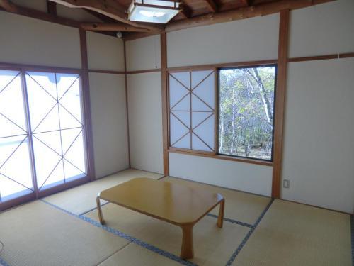 もう1つの6畳の和室(写真)。両和室とも、ふすまをすれば完全に個室になるのでプライバシーは保てる。<br />