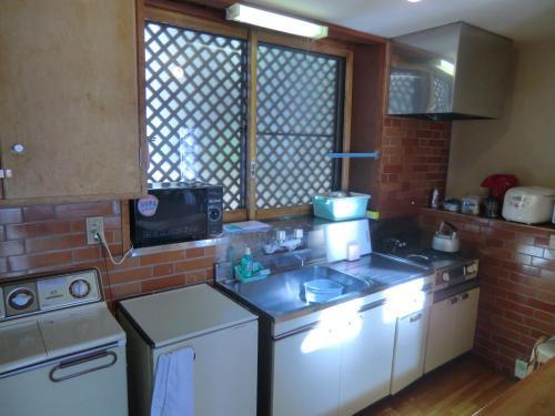 台所(写真)は古そうで我が家と良く似ている。何となくがっかり……。<br />