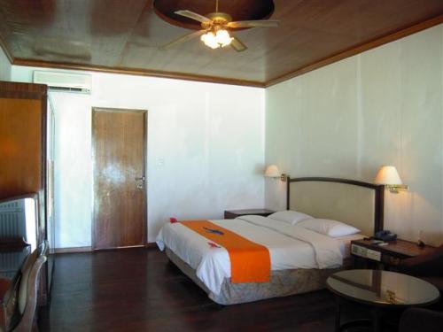 スーペリアルーム50部屋(1棟2部屋)お部屋番号111〜160<br />            (1棟独立)お部屋番号160<br />エアコン、ファンがあります。
