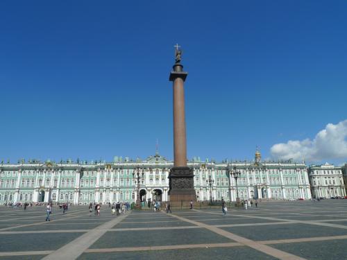 エルミタージュ美術館と宮殿広場